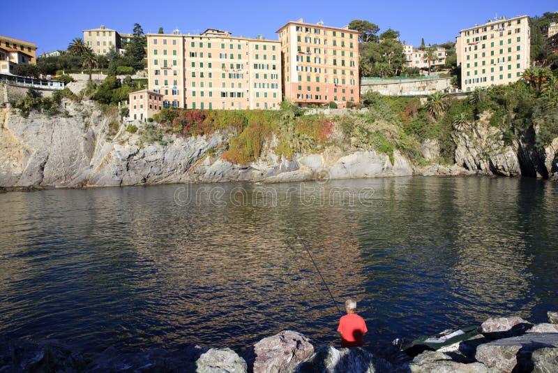 Il porto di Camogli nel paesino di pescatori di Camogli, golfo di Paradise, parco nazionale di Portofino, Genova, Liguria, Italia immagini stock libere da diritti