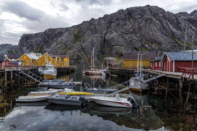 Il porto di Nusfjord nelle isole di Lofotn, Norvegia fotografia stock libera da diritti