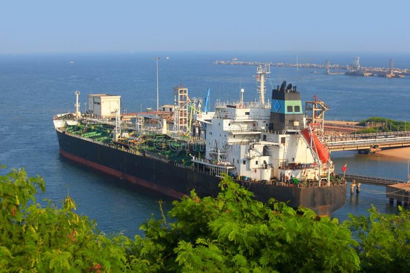 Il porto di Visakhapatnam è un porto secondo più esteso da carico in India fotografia stock libera da diritti