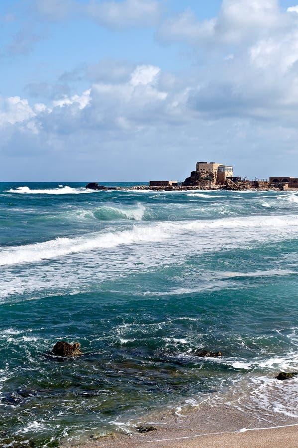 Il porto rovinato del ` dei crociati è una delle posizioni della città più sceniche di San Giovanni d'Acri, Israele fotografie stock libere da diritti