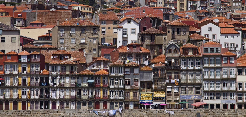 Il Portogallo: Costruzioni di Oporto fotografia stock