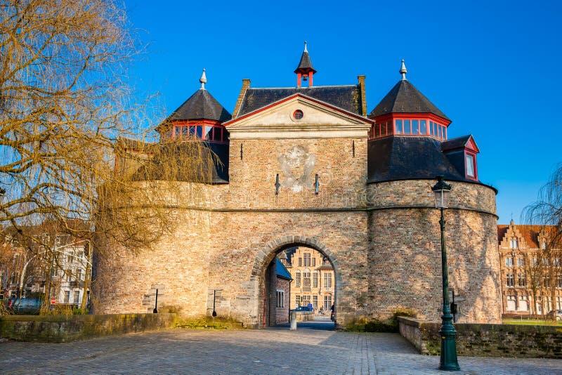 Il portone antico del ` s dell'asino a Bruges fotografie stock libere da diritti
