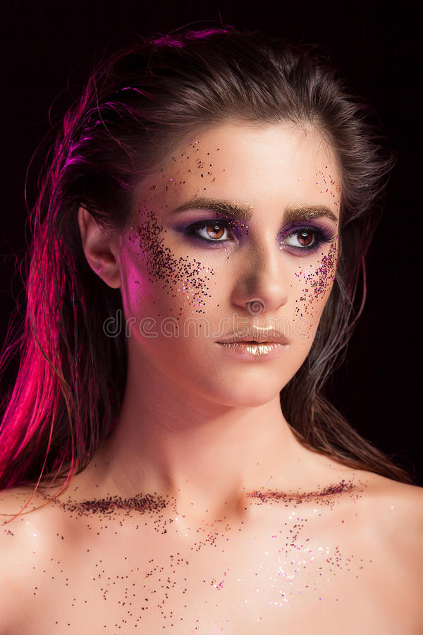 Il portriat di bellezza della donna splendida con scintillio compone fotografia stock libera da diritti