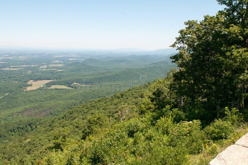 Il posatoio del ` s di Raven trascura, Ridge Parkway Mountains blu fotografia stock