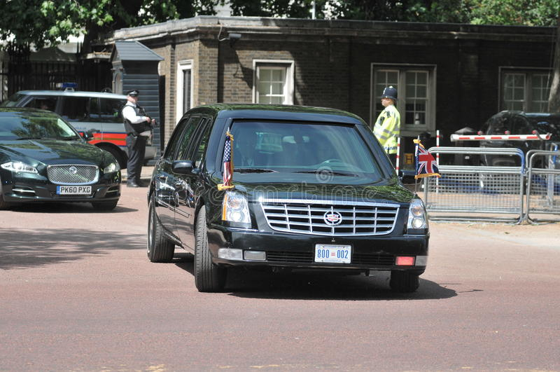 Il Presidente Obama arriva al Buckingham Palace fotografie stock