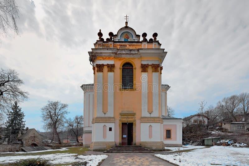 Il presupposto della chiesa del vergine, in Buchach, Ternopil, Ucraina immagine stock