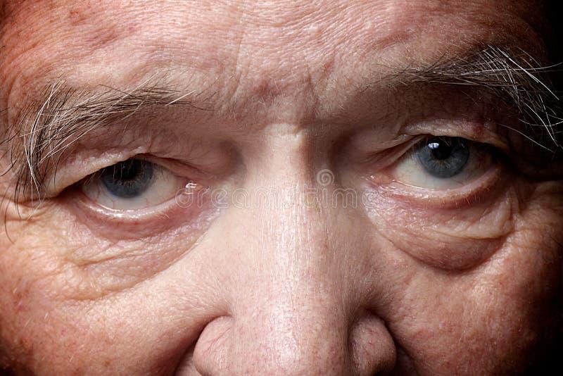 Occhi dell'uomo anziano fotografie stock libere da diritti