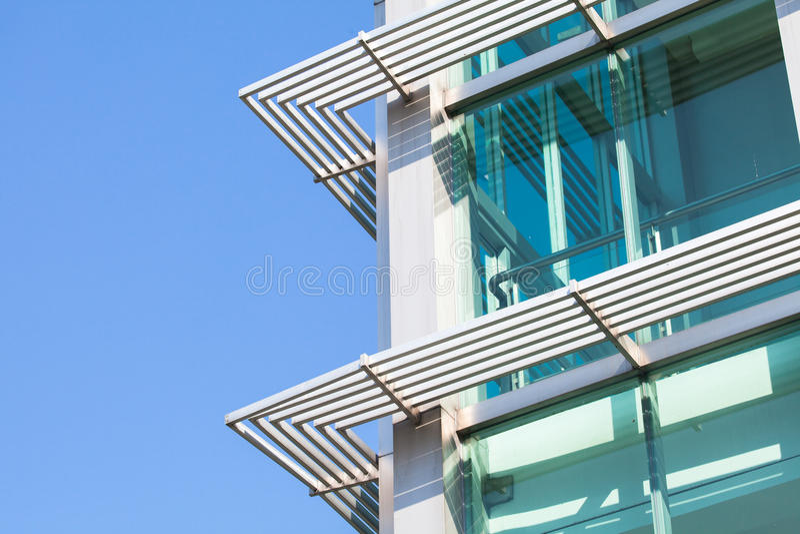 Il primo piano di costruzione di vetro con le finestre ha for Piano di costruzione online