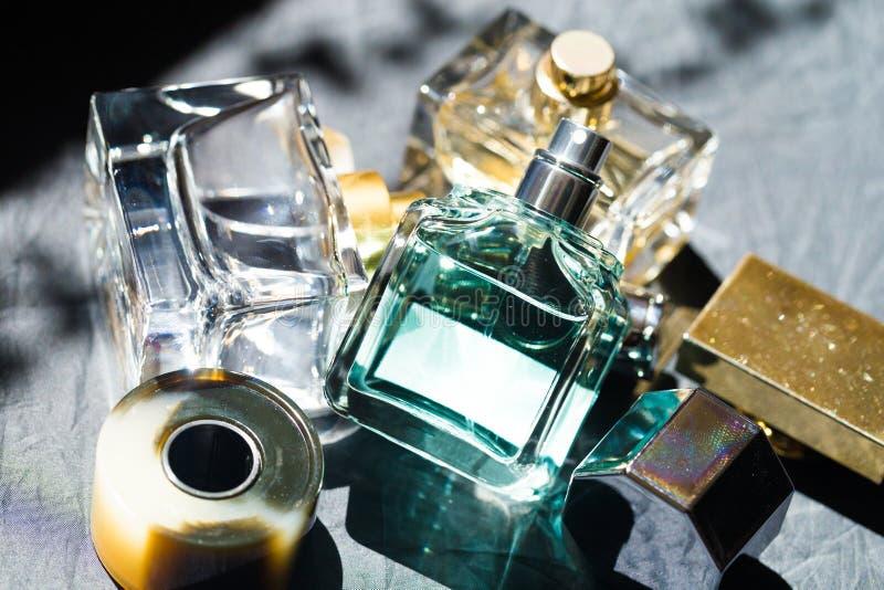Il profumo imbottiglia l'immagine sole- fotografie stock