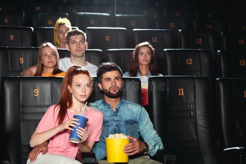 Il pubblico è colpito da un buon film fotografia stock