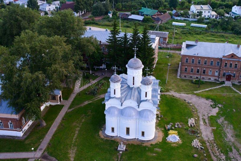 Il punto di vista dell'uccello di una chiesa dell'ortodosso orientale fotografie stock libere da diritti