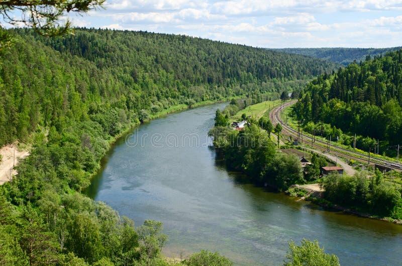 Il punto di vista dello Sylva del fiume dalla scogliera del quaranta-metro vicino al fotografia stock libera da diritti