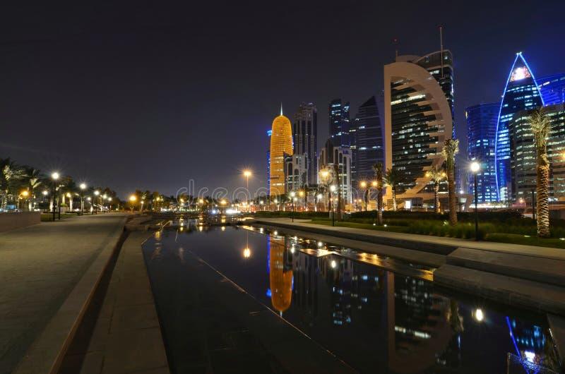 Il Qatar Doha alla notte immagine stock libera da diritti