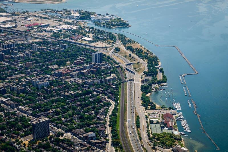 Il QEW lungo il lago Ontario, Toronto fotografia stock