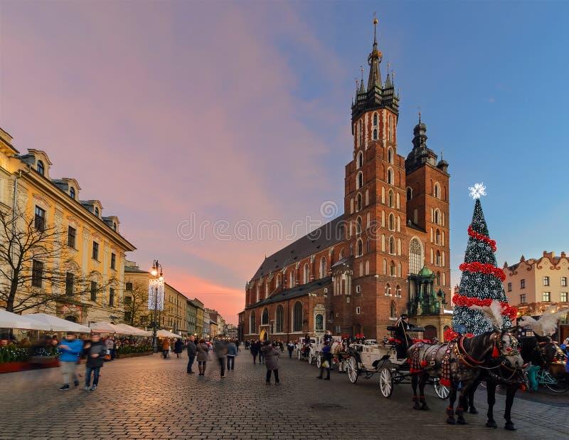 Il quadrato del mercato di vecchia città a Cracovia ha decorato dal christm fotografie stock libere da diritti
