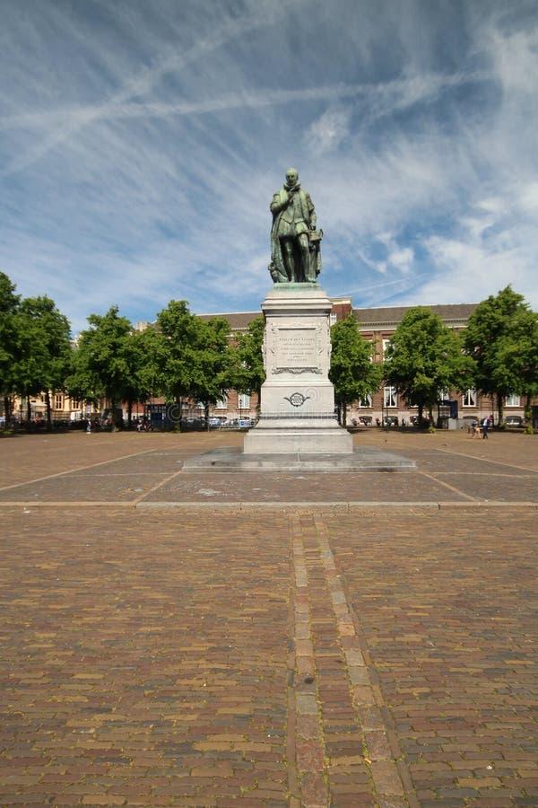 Il quadrato ha nominato Plein nel centro di Den Haag nei Paesi Bassi con la statua di Willem van Oranje nei Paesi Bassi fotografie stock libere da diritti
