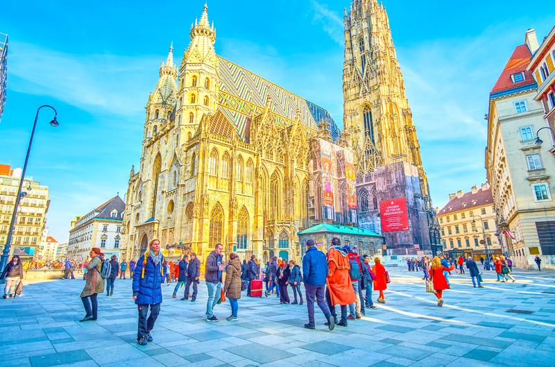 Il quadrato occupato di Stephansplatz a Vienna, Austria fotografia stock libera da diritti