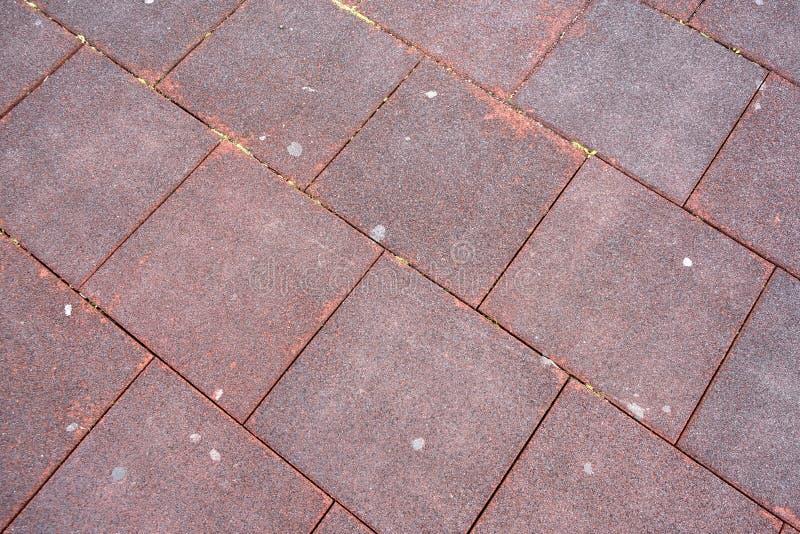 Il quadrato piastrella la pavimentazione di gomma della briciola fotografia stock