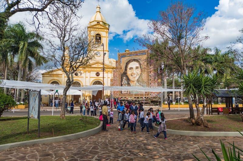 Il quadro dell'artista paraguaiano ben noto Delfin Roque Ruiz Koki Ruiz in Villarrica, rappresentante Chiquitunga, ha beatificato immagini stock
