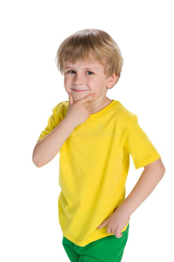 Il ragazzino sveglio pensa immagini stock