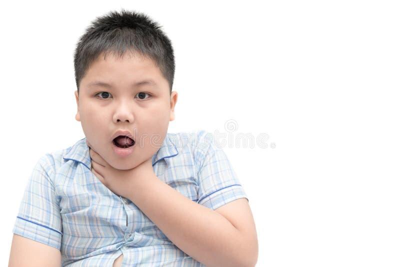 Il ragazzo gestures con qualcosa attaccato in sua gola fotografia stock
