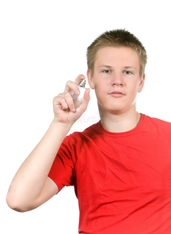 Il ragazzo, il profumo di spruzzatura di fragranza dell adolescente