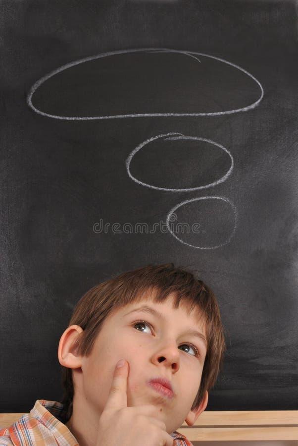 Il ragazzo sta pensando fotografia stock libera da diritti