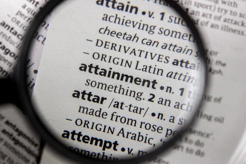 Il raggiungimento di frase o di parola in un dizionario fotografia stock