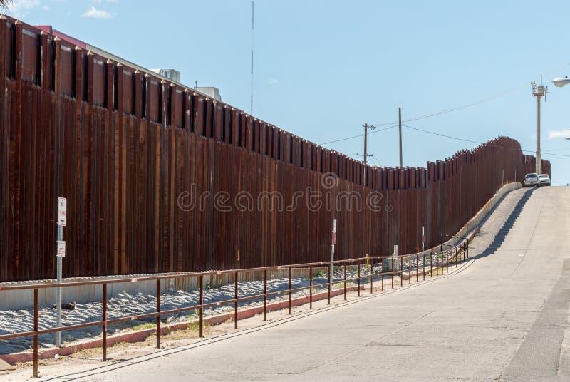 Il recinto del confine fra l'Arizona ed il Messico fotografia stock libera da diritti