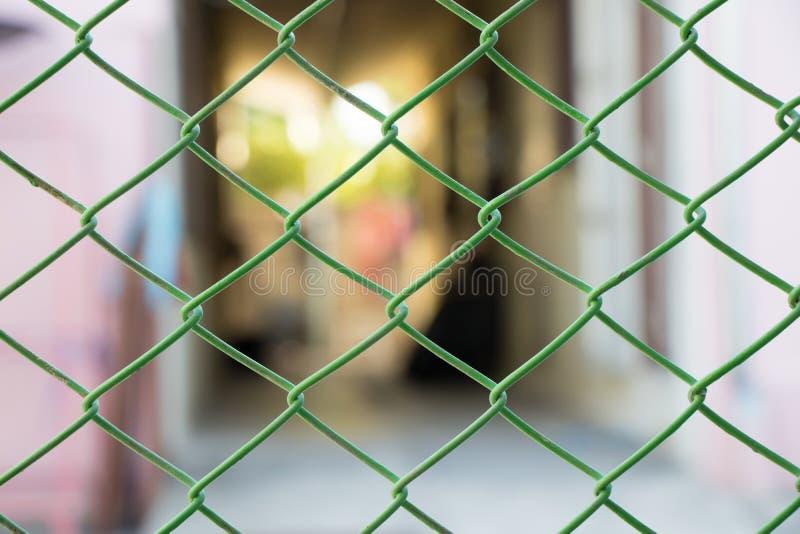 Il recinto del filo di acciaio della porta fotografia stock