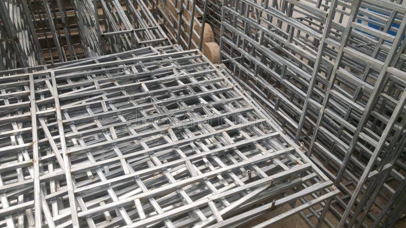 Il recinto della protezione dell'acciaio inossidabile è disposto sul cantiere fotografie stock
