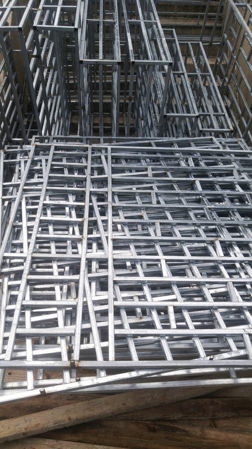 Il recinto della protezione dell'acciaio inossidabile è disposto sul cantiere fotografia stock