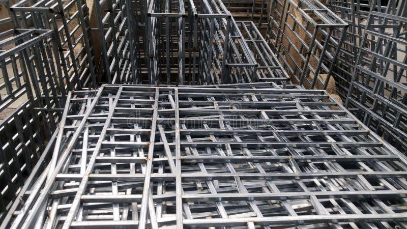 Il recinto della protezione dell'acciaio inossidabile è disposto sul cantiere fotografia stock libera da diritti
