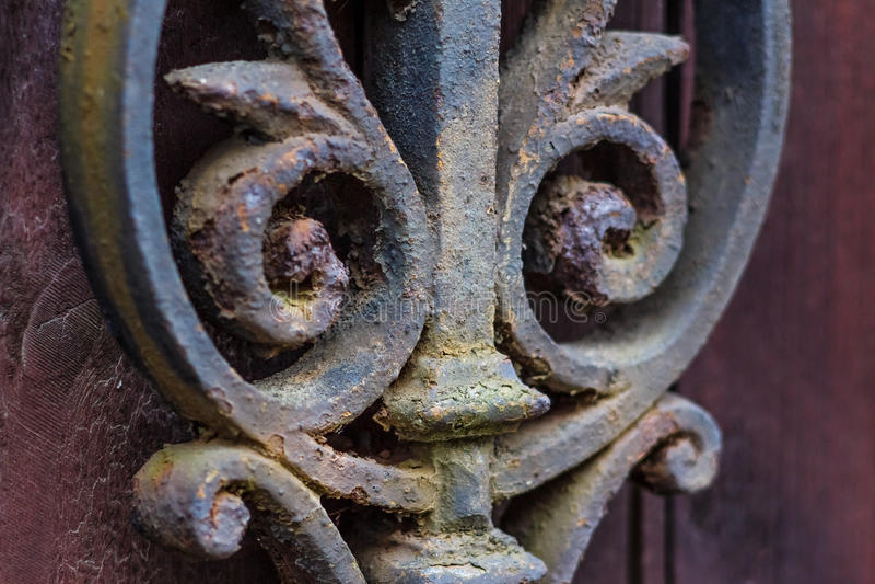 Il recinto forgiato ha arrugginito elemento decorativo immagini stock libere da diritti