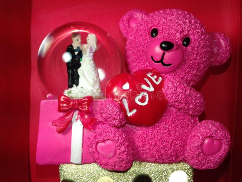 Il regalo speciale di amore di Taddy whish i desideri di compleanno del giorno di biglietti di S. Valentino immagini stock libere da diritti