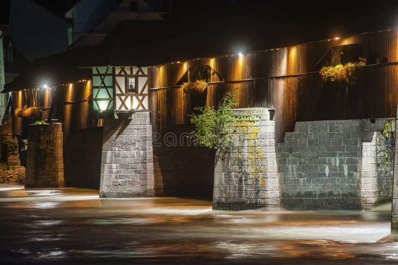 Il Reno con il ponte storico in cattivo Säckingen immagini stock libere da diritti