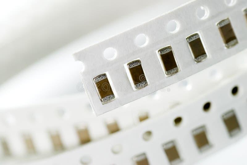 Il resistore scheggia dentro lo stile di SMD fotografia stock libera da diritti