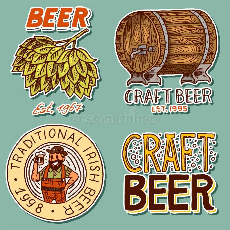 Il retro barilotto di birra, l'uomo bavarese, il luppolo verde, acclamazioni tosta le etichette e gli autoadesivi alcolici con gl royalty illustrazione gratis