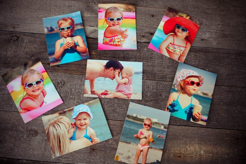 Il ricordo e la nostalgia dell'album di foto nel viaggio dell'estate scattano sopra immagini stock libere da diritti