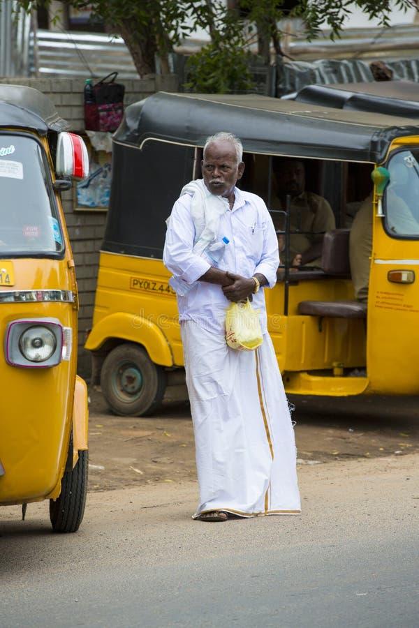 Il risciò automatico classico è lo stile unico del veicolo di trasporto locale in parecchi paesi asiatici fotografia stock libera da diritti