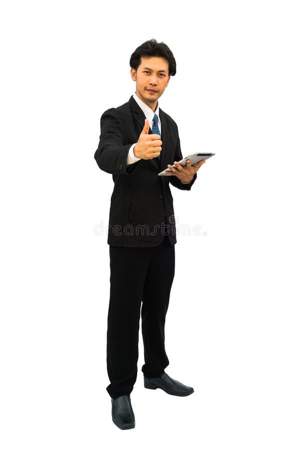 Il ritratto del mezzo felice ha invecchiato l'uomo d'affari che mostra i pollici sul segno immagini stock libere da diritti