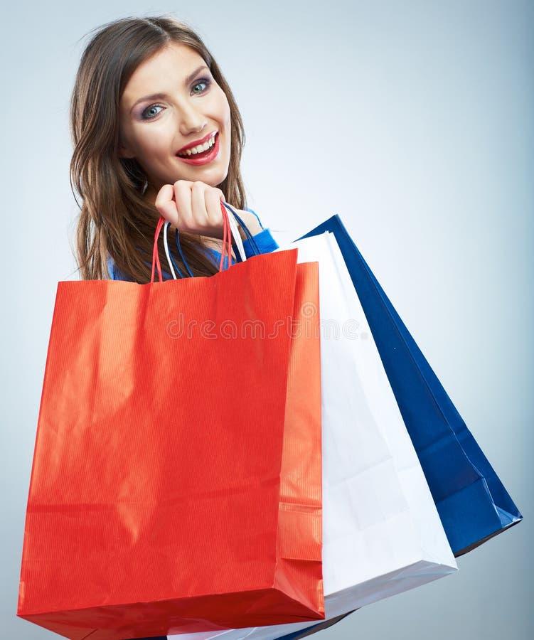 Il ritratto di giovane blu sorridente della donna ha vestito il Libro Bianco s della tenuta fotografia stock libera da diritti