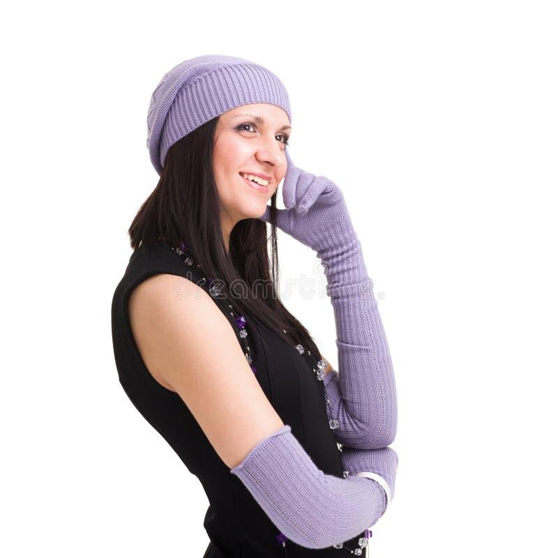 La donna nel bianco tricotta il cappello ed i guanti delle lane immagini stock libere da diritti