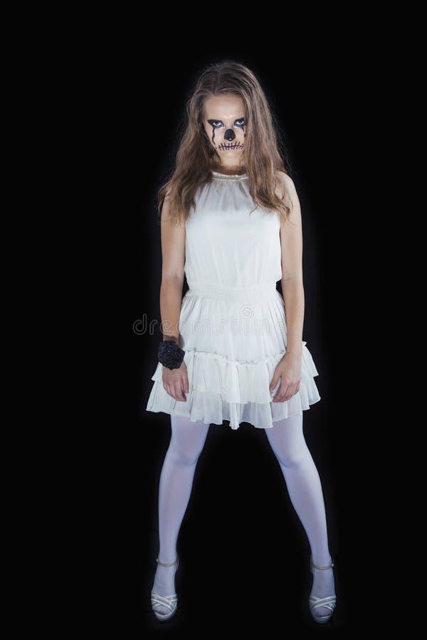 Il ritratto di una ragazza si è vestito per la celebrazione di Halloween fotografia stock libera da diritti