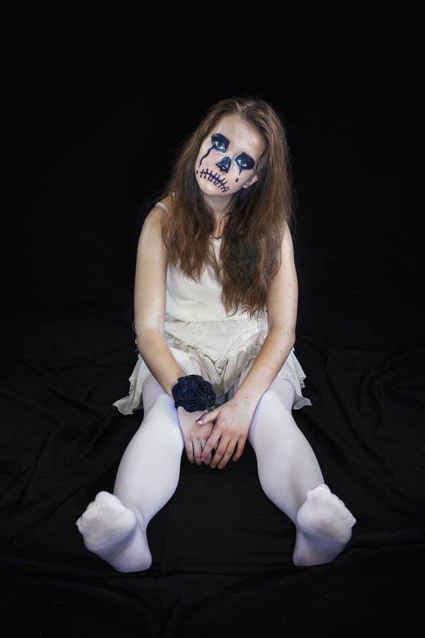 Il ritratto di una ragazza si è vestito per la celebrazione di Halloween immagini stock libere da diritti