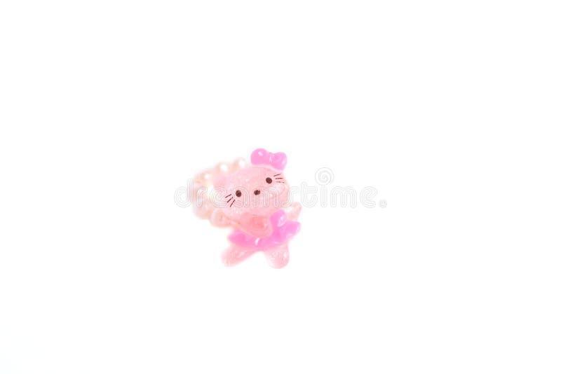 Il rosa sveglio imperla l'anello per le ragazze, i vestiti del bambino e gli accessori con lo spazio della copia per il vostro te fotografia stock libera da diritti
