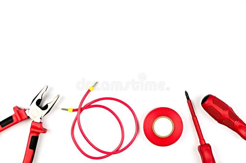 Il rosso foggia la raccolta - cavo elettrico, pinze, nastro di isolamento fotografia stock