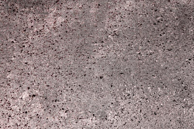 Il rosso ha sparpagliato il gesso sporco sulla struttura del blocco - fondo astratto sveglio della foto immagine stock