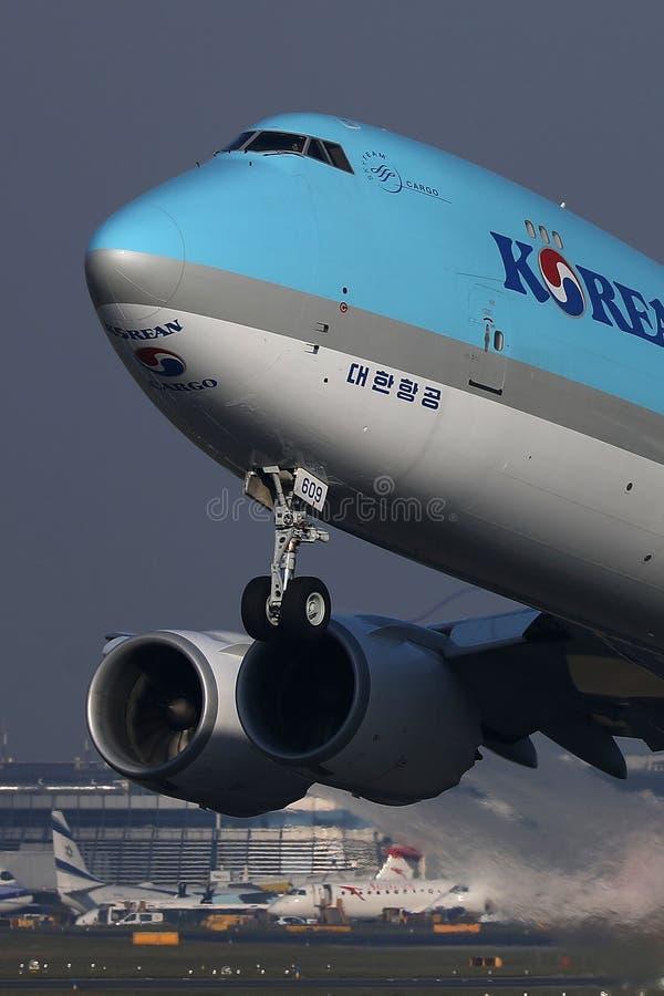 Il rullaggio enorme di Korean Air nell'aeroporto di Vienna Schwechat, RIVALEGGIA, vista del primo piano immagini stock
