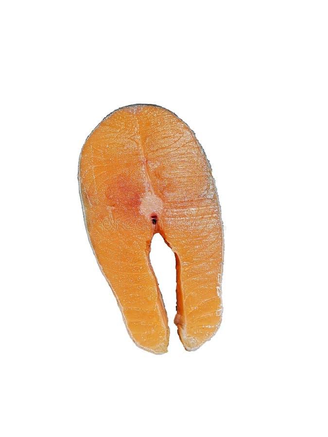 Il salmone è arancia fresca, affettato, isolata su un fondo bianco immagini stock